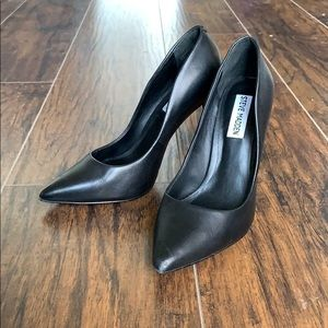 Black Leather Steve Madden Daisie Heels